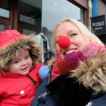Florien the red nosed mother in afwachting van parade.